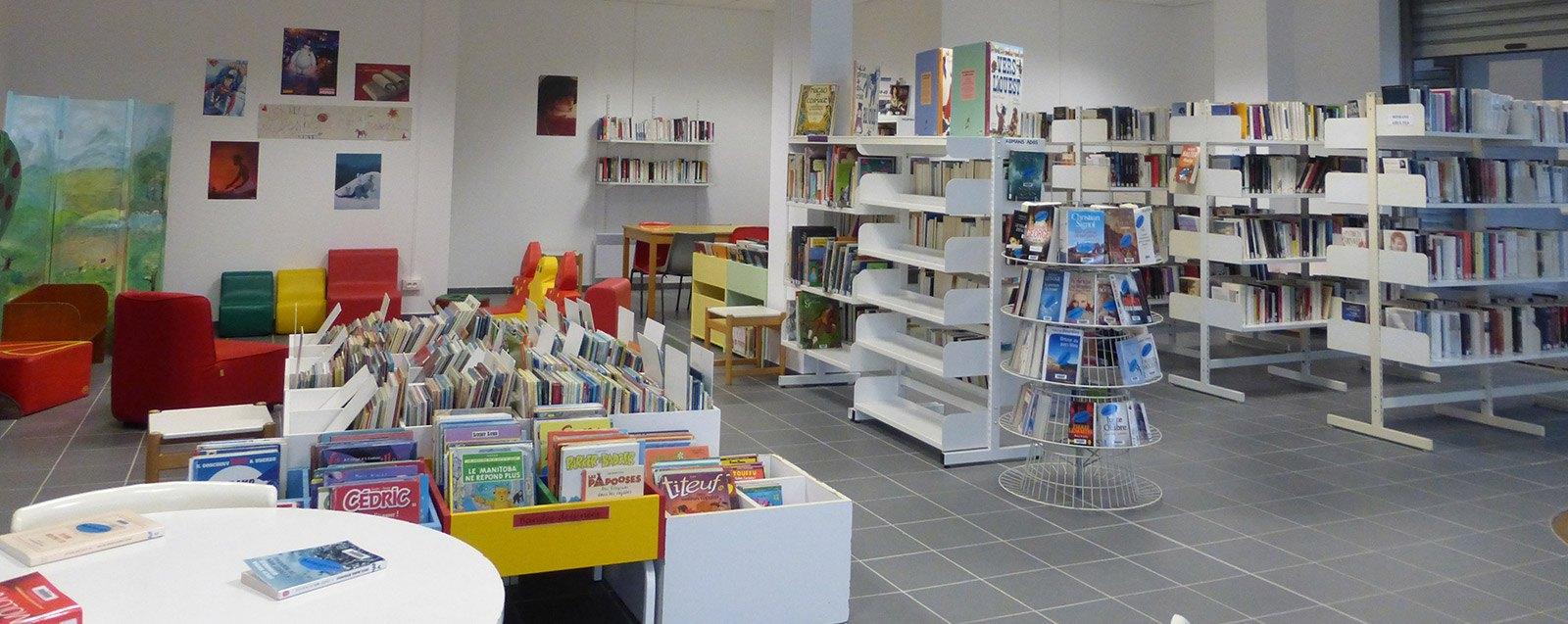 Intérieur de la bibliothèque des Roches Villefontaine