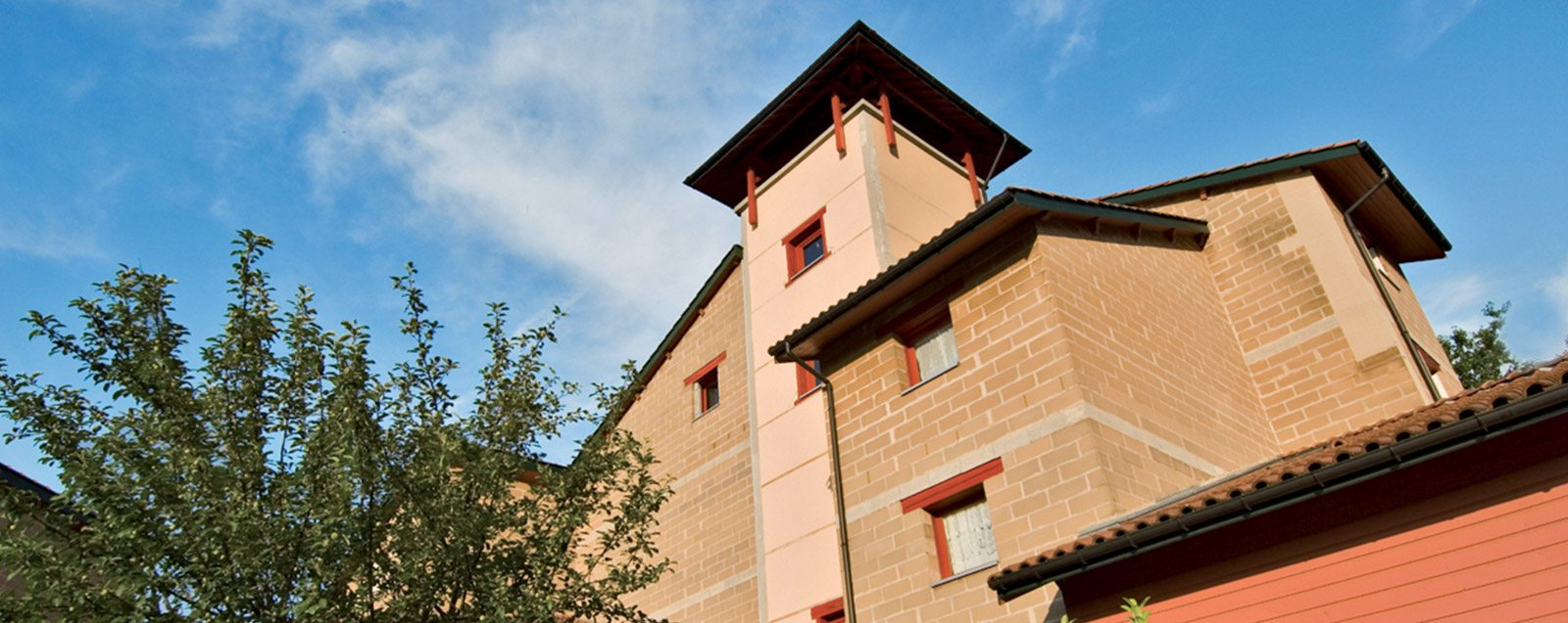 Le Village Terre de Villefontaine, quartier urbain de logement social en terre crue