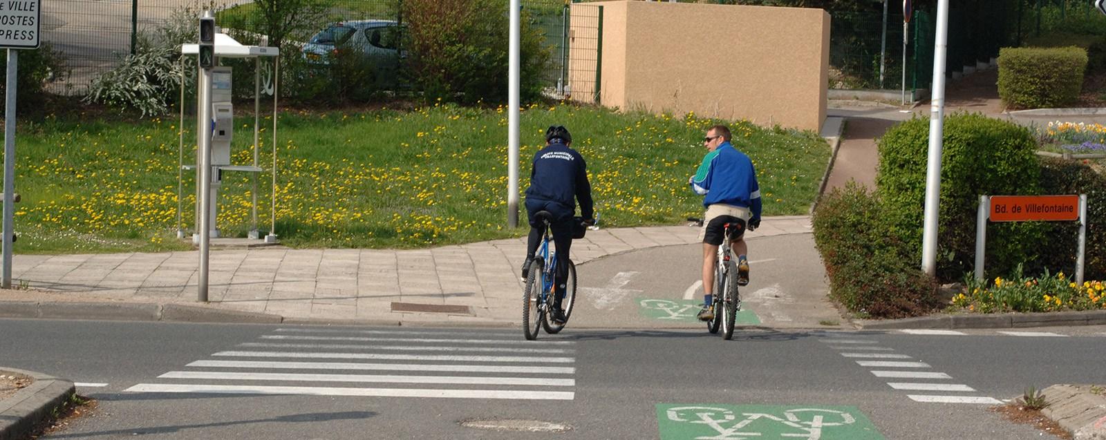 Patrouille à vélo de la Police Municipale Villefontaine