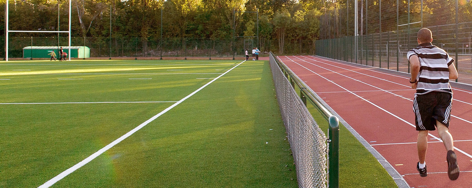 Stade des Roches équipements sportifs Villefontaine