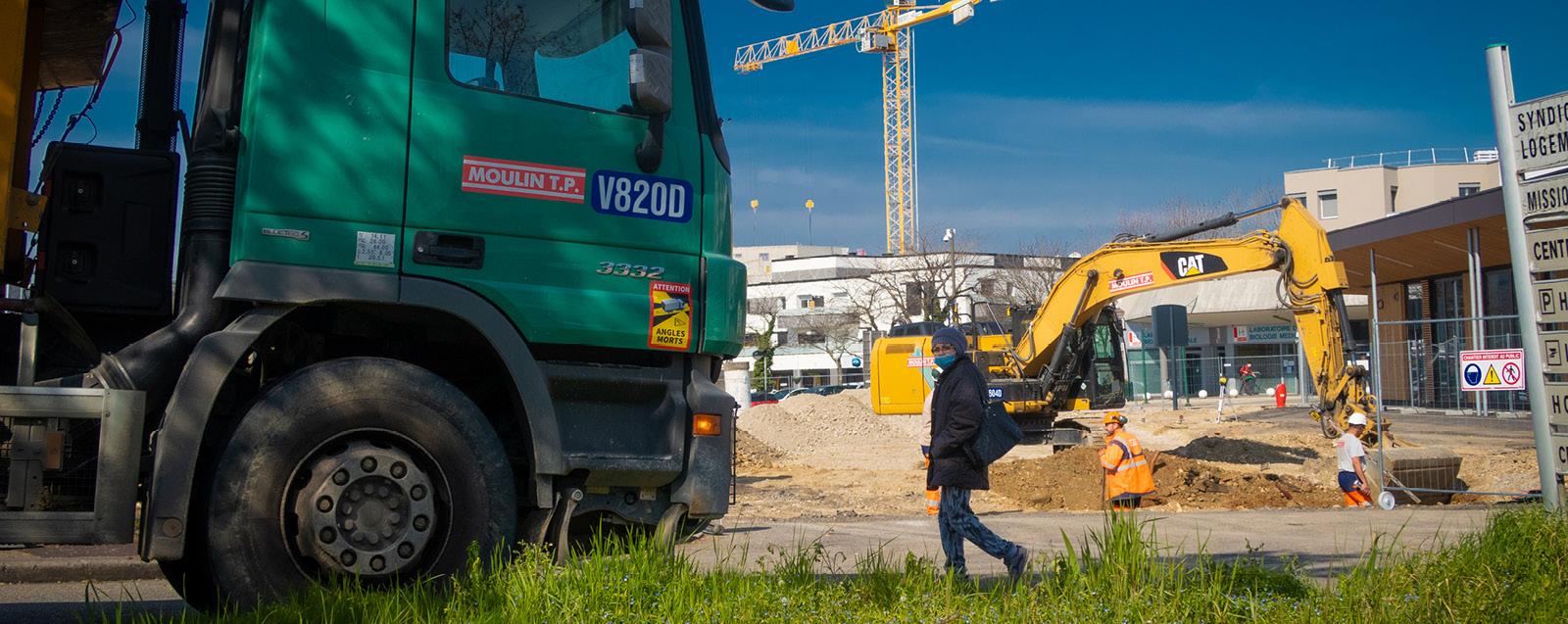 """Aménagement de la place du centre-ville, dans le cadre du projet de rénovation urbaine """"Cœur de ville"""" - © Mairie de Villefontaine"""