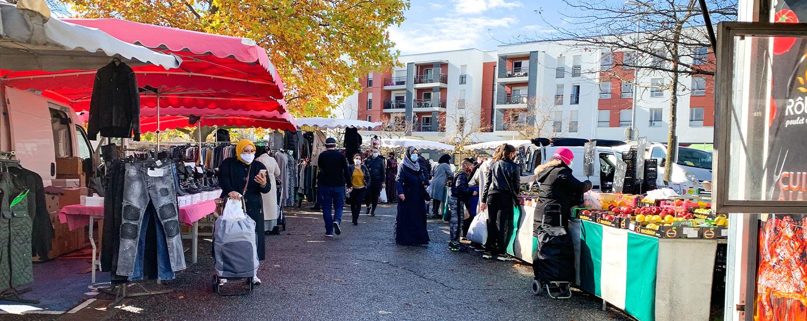 nouvel emplacement du marché du centre-ville (mercredi) rue Serge Mauroit