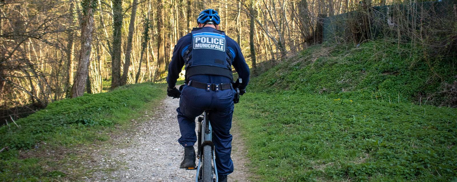 Agent de la Police Municipale - © Mairie de Villefontaine